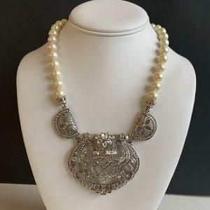 Vintage Carolee 1972 pearl necklace